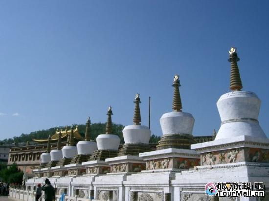 西宁市25公里的藏传佛教黄教六大寺院之一的塔尔寺